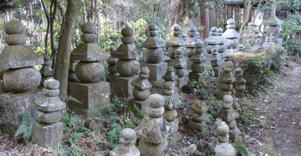 奈良県来迎寺石塔群
